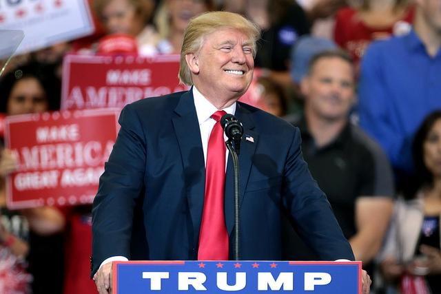 Trump at Phoenix rally 2
