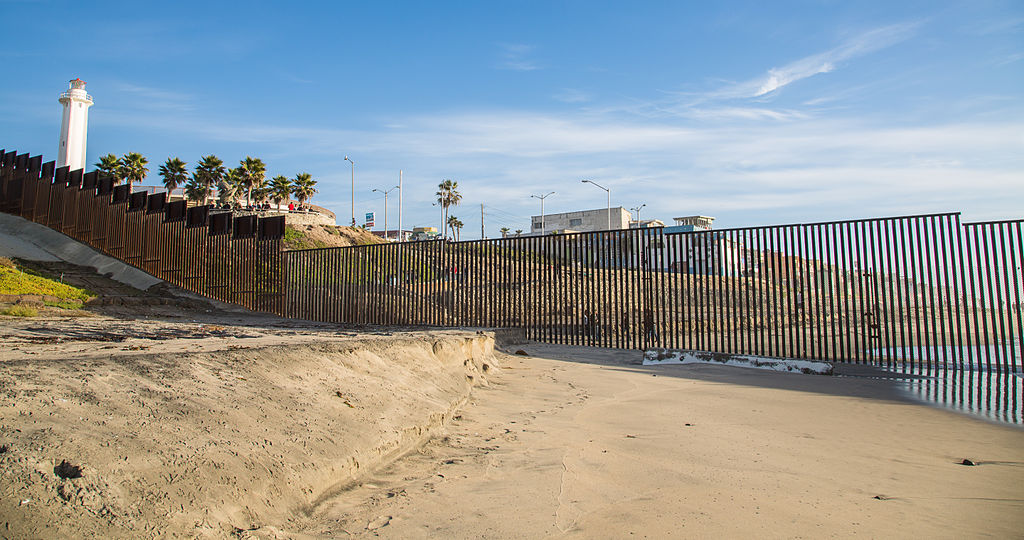 united_states_-_mexico_ocean_border_fence_(15838118610)